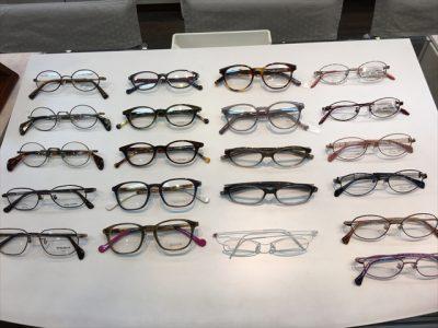 小顔の方&目幅の狭い方向けのメガネを紹介します。