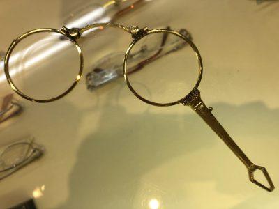 眼鏡を識る